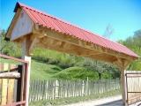 Produse din lemn pentru amenajari exterioare - acoperis in doua ape pentru poarta